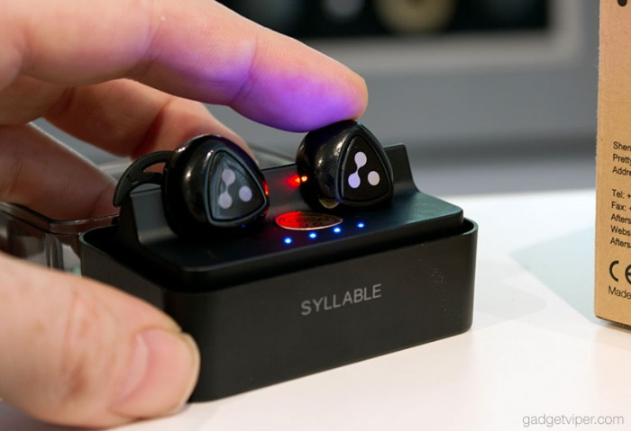 syllable-wireless-earbuds-charging-case