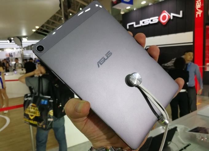 Asus-ZenPad-3S-8.0-back