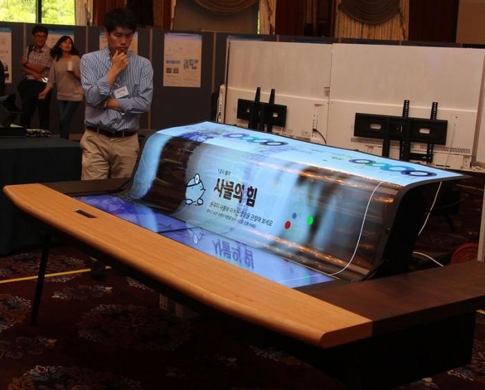 lg-pantalla-oled-curva-flexible-banco