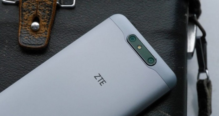 ZTE-Blade-V8-blanco