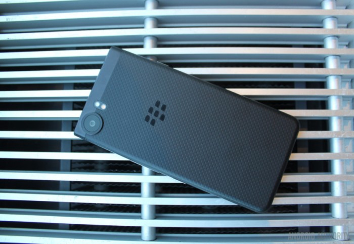 blackberry-keyone-black-edition back