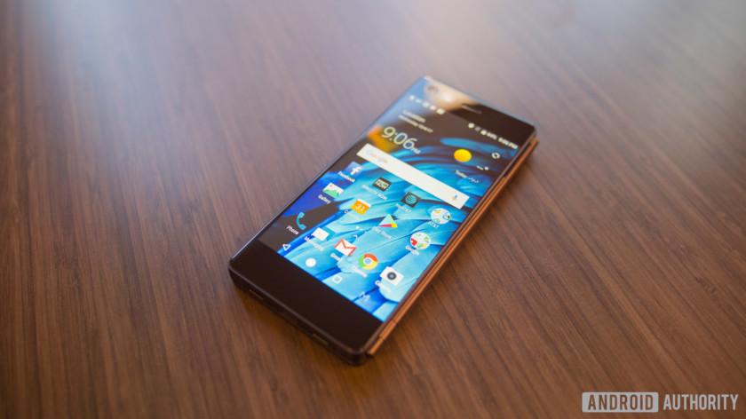 ZTE-AXON-M-Hands-Onsmartphone